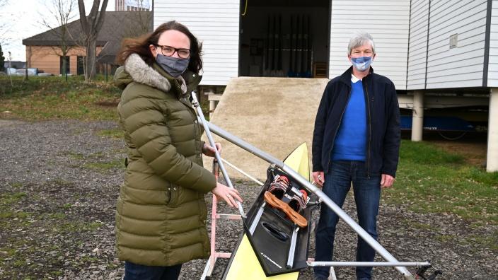 Katharina Gebauer und Erik Ring mit Ruderboot